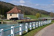 Maison éclusière sur le canal de Bourgogne a Courcelles lès Montbard DSC 0407.JPG