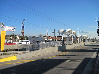 Maravilla station - The entrance and the station view of Maravilla Station.
