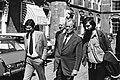 Max vd Berg (rechts) met naast hem Willy Brandt, wandelend over het Binnenhof, Bestanddeelnr 930-2617.jpg