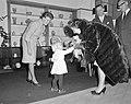 Mevrouw Kennedy bezoekt Costuummuseum te Den Haag, Bestanddeelnr 913-5654.jpg