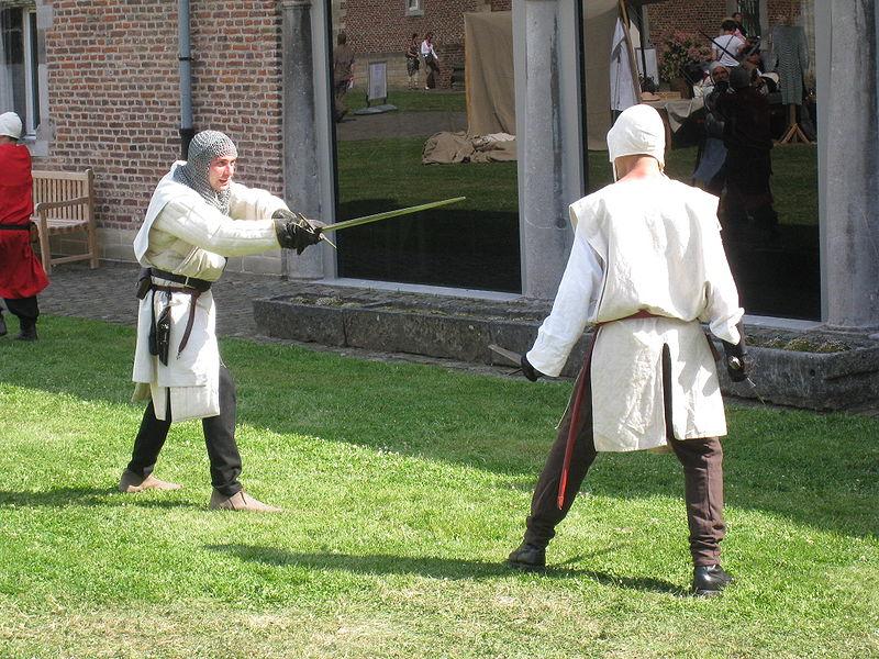 File:Middeleeuws zwaardgevecht.JPG