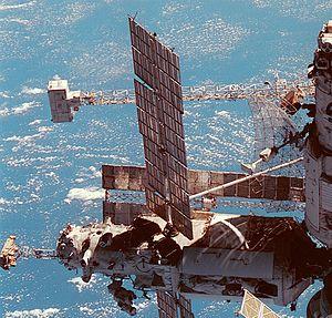 Mir - The Travers radar antenna, Sofora girder, VDU thruster block, SPK unit and a Strela crane, alongside ''Kvant''-2 and Priroda