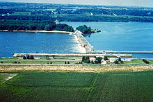Mississippi River Lock and Dam number 16.jpg