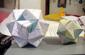 Modular origami - Examples of modular origami made up of Sonobe units