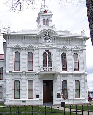 Das Mono County Courthouse, gelistet im NRHP Nr. 74000536[1]
