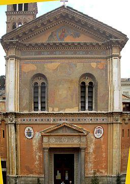 Kirkens facade.