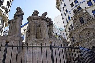 José Fioravanti - Image: Monumento a Roque Sáenz Peña