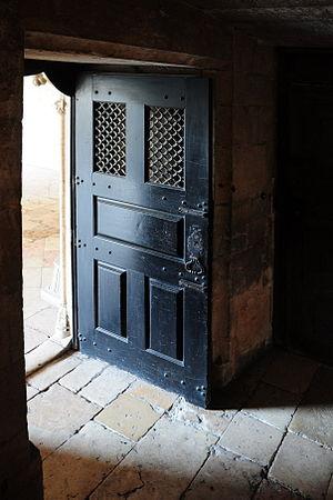 Mosteiro dos Jerónimos 0424 - doors in the arcade.jpg
