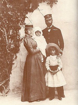 Louise Mountbatten - Prince Louis and Princess Victoria with their two eldest daughters, Alice and Louise, in 1889.