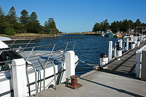 Port Fairy - Image: Moyne River, Port Fairy, looking S from W bank, 30.11.2009