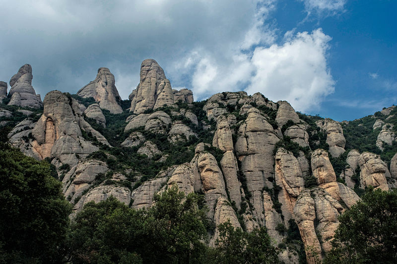 File:Muntanyes de Montserrat 1.jpg