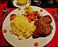 Namibia unser Hotel Etosha Speisesaal Abendessen Oryx 1.jpg