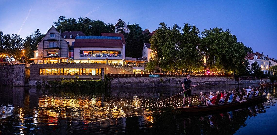 Neckarmüller in Tübingen zur blauen Stunde von einem Stocherkahn aus gesehen.jpg
