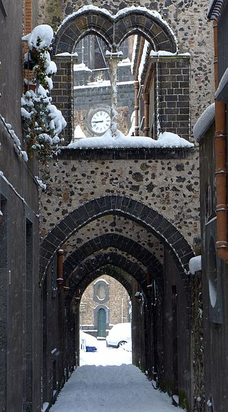 File:Neve in via degli Archi.jpg