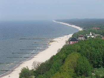 Polski: Widok z latarni na plażę i wydmy