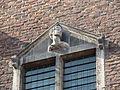 Nijmegen - Eén van de achttien hoofden gemaakt door Martinus van Dijk op de gevel van het Stadhuis aan de Burchtstraat 17.jpg