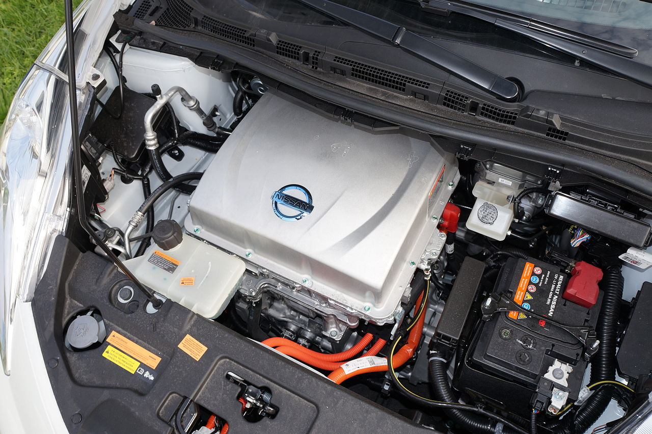 File Nissan Leaf Motor Compartment Jpg Wikimedia Commons