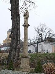 Sloup se sochou svatého Jana Nepomuckého