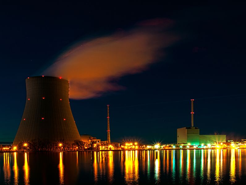 File:Nuclear power plant Isar at night.jpg