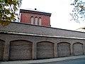 OPOLE więzienie-za murem fragment bud penitencjarnego. sienio.JPG
