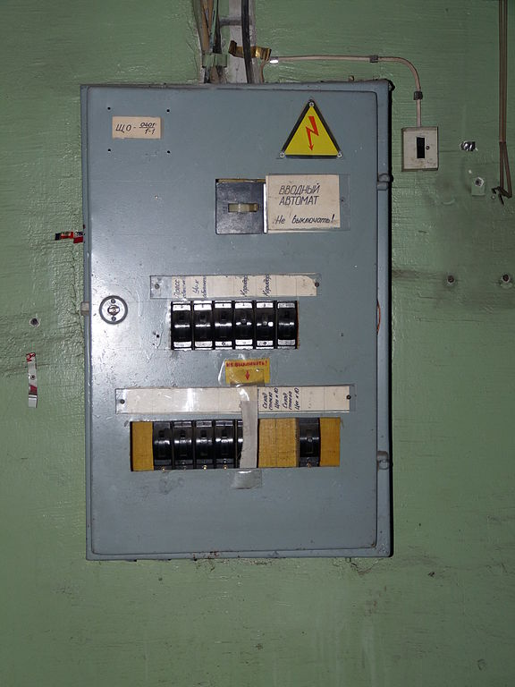 file old fuse box in abandoned factory jpg wikimedia commons. Black Bedroom Furniture Sets. Home Design Ideas