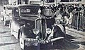 Olga Thibault, victorieuse du rallye Paris-Saint-Rapheal féminin 1935, sur Peugeot 201.jpg