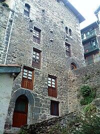 Casa torre likona wikipedia la enciclopedia libre for Fachadas de casas modernas wikipedia