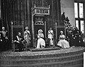 Opening der Staten Generaal, uitspreken der troonrede zittend v.l.n.r. prins Ber, Bestanddeelnr 910-6732.jpg