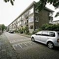 Overzicht van de voorgevels van het woonblok aan de Elbalstraat - Rotterdam - 20388537 - RCE.jpg