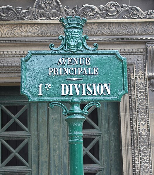 Fichier:Père-Lachaise - Division 1 - avenue principale.jpg