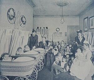 Pestalozzi-Fröbel Haus - The creche in the house in 1907