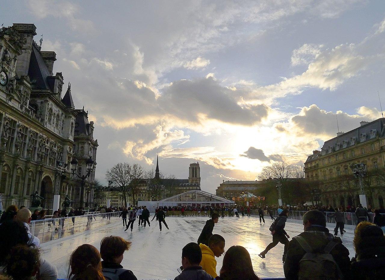 File p1070216 paris iv place hotel de ville patinoire noel for Piscine patinoire