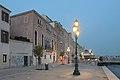 Palazzo Cosulich Zattere Venezia notte.jpg