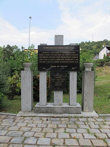 Soubor:Památník stávky 1932.JPG