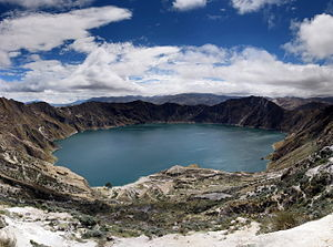 Quilotoa - Panorama of the lake-filled Quilotoa caldera.