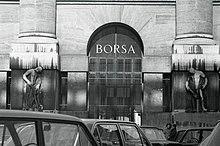 L'ingresso del palazzo. Foto di Paolo Monti, 1968