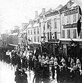 Parade du Carnaval d hiver de 1894 defilant sur la cote de la Fabrique.jpg