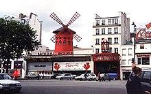 L'ingresso del Moulin Rouge di Parigi