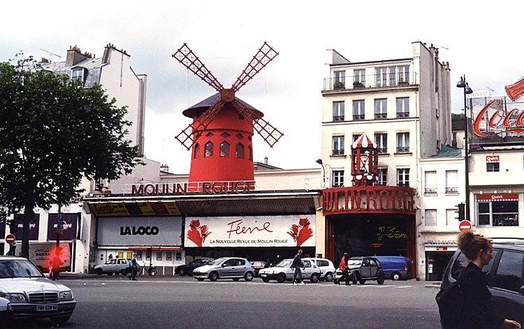 Paris 75018 Place Blanche Moulin Rouge 01c frontal