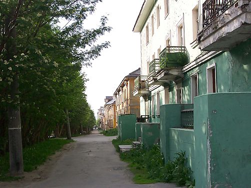 Pedestrian Path in Murmansk.jpg