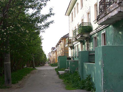 Pedestrian Path in Murmansk.jpg