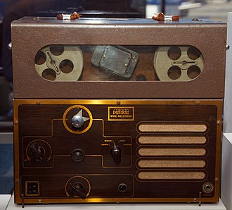 Wire recording - A Peirce 55-B dictation wire recorder from 1945.