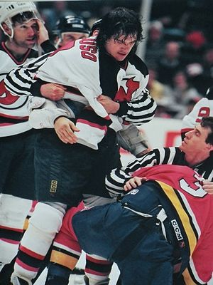 Mike Peluso (ice hockey, born 1965) - Image: Peluso with Devils