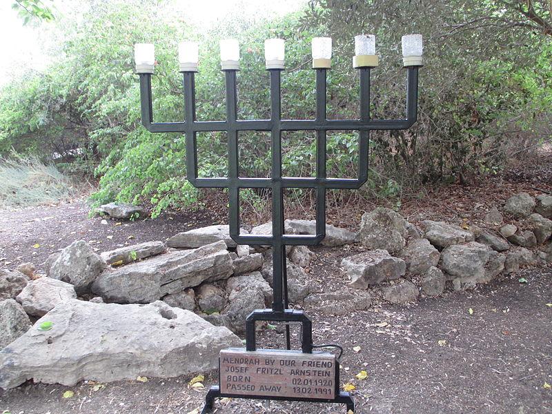 מנורה בנס עמים