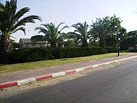 PikiWiki Israel 4270 The entrance of Moshav Chatzav.JPG