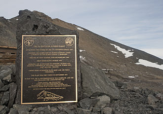 Nuclear reactor commemorative plaque Plaque Commemorating the PM-3A Nuclear Power Plant at McMurdo Station.jpg