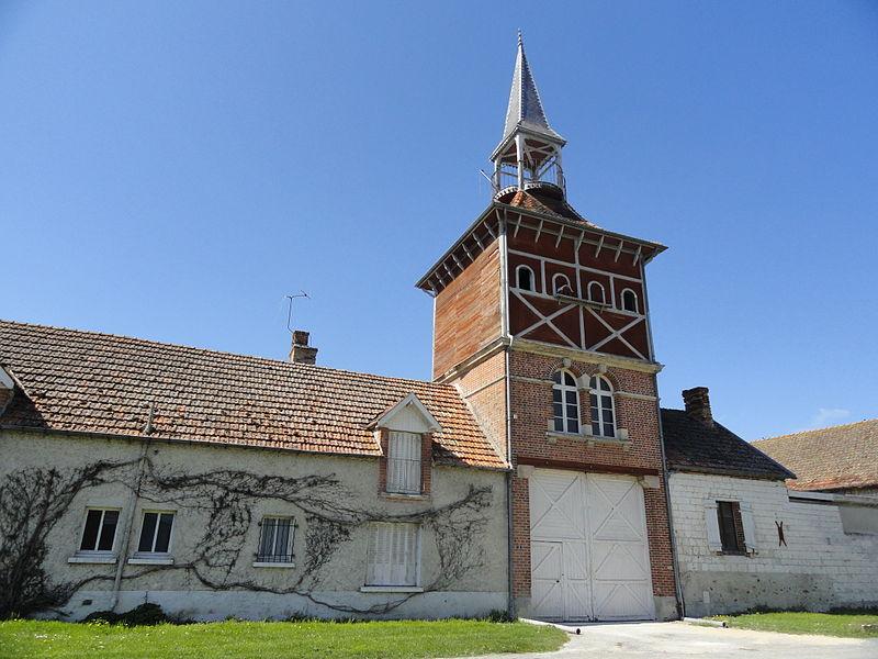 Le donjon de la ferme du château de Pocancy (France).