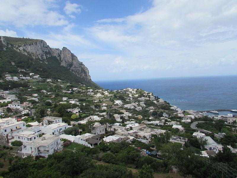 File:Portul Marina Grande vazut din Piazzetta din Capri3.jpg