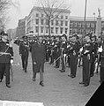 President Nyerere van Tanzania bezoekt Rotterdam, hier inspecteert hij het Korps, Bestanddeelnr 917-7002.jpg