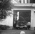 Prinses Beatrix en Claus bezoeken Hitzacker, prinses Beatrix begroet de moeder v, Bestanddeelnr 918-2542.jpg